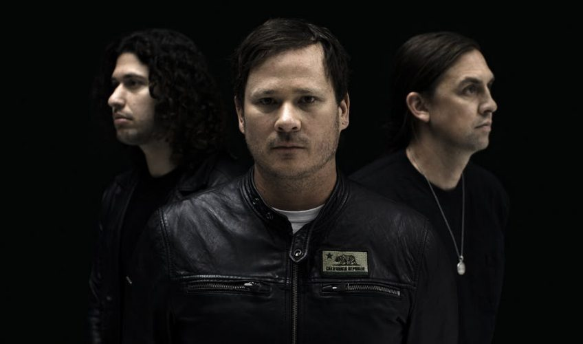 "Angels & Airwaves de Tom DeLonge estrena nuevo material: ""Rebel Girl"""