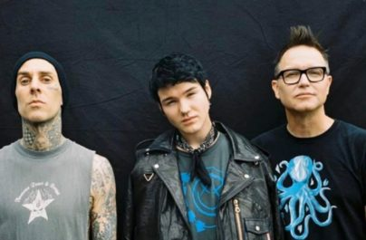 Se parte del nuevo video musical de 'Happy Days' de Blink-182